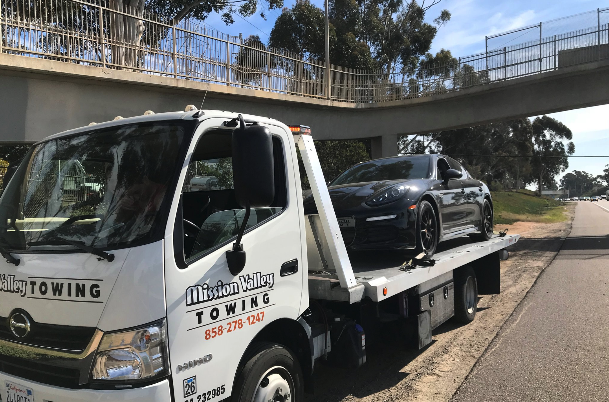 How a Towing Company Helps Broken Cars on the Side of the Freeway